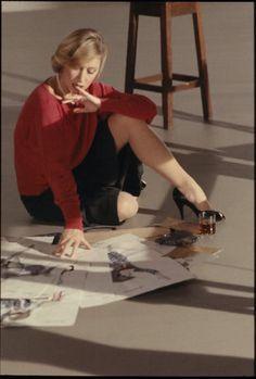 Helen Mirren Age, Hellen Miren, Dame Helen, Celebrity Faces, Nylon Stockings, Queen Elizabeth Ii, Height And Weight, Best Actress, Elegant Woman