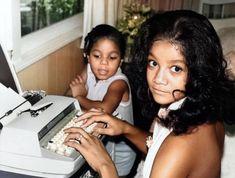 Jackson Family, Janet Jackson, Vintage Glamour, Bond, Sisters, Vintage Fashion, Hollywood, Selfie, Cute