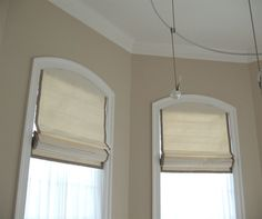 arched top roman shade - via Leatherwood design Co. I've never seen this before but it's a great idea. Drapery Designs, Window Shades, House Styles, Roman Shades, Arched Windows, Arched Window Treatments, Roman Curtains, Shades, Diy Window