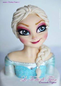 Torta di Frozen con decorazioni in pasta di zucchero n.24