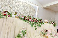 Aranjamente Florale Prezidiu / Masa Miri Vatra Dornei - Suceava - Bistrita 2021 ~ Bogadi Mariage Wreaths, Home Decor, Weddings, Decoration Home, Door Wreaths, Room Decor, Deco Mesh Wreaths, Home Interior Design, Floral Arrangements