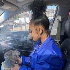 Image may contain: 2 people, people sitting Badass Aesthetic, Bad Girl Aesthetic, Girl Smoking, Smoking Weed, Flipagram Instagram, Fille Gangsta, Curly Hair Styles, Natural Hair Styles, Thug Girl