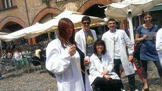 """Il """"flashmob whistle"""" non poteva che essere tenuto da una ricercatrice che studia il """"fischio all'orecchio""""! #italy4science a Pavia"""