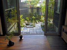 Small courtyard - note fence. I imagine this kind of fence on Pearse St side of cabin, only slats closer together to provide privacy screen, and at uneven heights, so with greenery in front it should look kind of 'woods-y'.