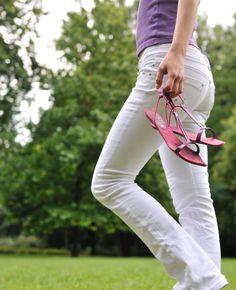 Wat mag er deze zomer niet ontbreken in je garderobe? De witte broek! Zo�n broek is ideaal: stijlvol, zomers en makkelijk te combineren. Klein minpuntje aan de witte broek: hij schijnt vaak door. Daarom hebben we voor jou wat handige�