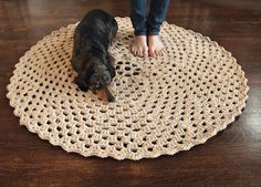 Beautiful Round Crochet Rug - free pattern - simple yet effective, thanks so for sharing xox