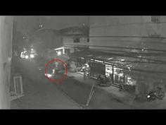 """เปดคลปนาท""""สาวทอม""""โดนแกงผกก.อมไปจากหนาอพารตเมนต: Khaosod TV http://www.youtube.com/watch?v=oJe0vJV9wPg"""