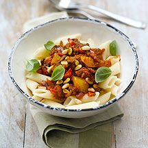 Weight Watchers chilli beef and pine nut penne Quick Pasta Recipes, Chicken Pasta Recipes, Healthy Recipes, Healthy Meals, Spicy Pasta, Beef Pasta, Penne Pasta, Weight Watchers Vegetarian, Weight Watchers Meals