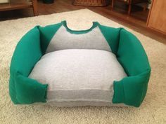 Dog bed Pet bed Cat bed Unique Pet Bed by BoutiqueNBeyond on I bet I could figure out how to make this. Puppy Beds, Pet Beds, Dog Bed, Lit Chat Diy, Diy Cat Bed, Diy Dog, Animal Projects, Diy Projects, Diy Stuffed Animals