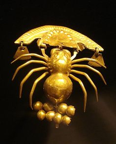 Precolumbian gold spider from Lembayaque, Peru / Araignée / Précolombien / Pérou Ancient Jewelry, Old Jewelry, Antique Jewelry, Ancient History, Art History, Objets Antiques, Mesoamerican, Insect Jewelry, Ancient Artifacts