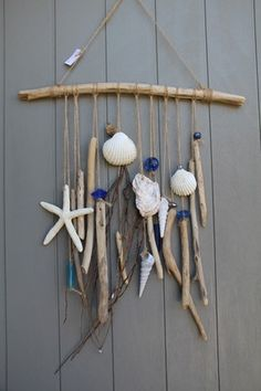 Mobile très sympa dans un style boho bord de mer décontracté.  Des morceaux de bois flottés que j'ai juste noués , de très jolies perles en verres ou pâtes de verres faits - 20475531