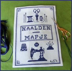 Chareza's Blog: Naaldenmapje geborduurd. Cross Stitching, Cross Stitch Embroidery, Cross Stitch Patterns, Machine Embroidery, Needle Book, Needle Case, Donia, Sewing Accessories, Pin Cushions