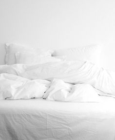 All white bed (klicka här)