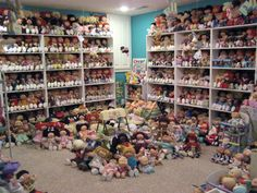 Now that's a lot of CKP dolls. Man, I wish I had that many dolls in my early childhood. Cabbage Patch Kids Clothes, Cabbage Patch Babies, 80s Girl Toys, Toys For Girls, Vintage Toys 80s, Vintage Dolls, Dolls From The 80s, 1980 Toys, Vintage Cabbage Patch Dolls