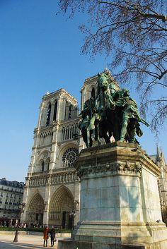 Ile de la Cité, Notre-Dame de Paris, Paris IV  statue of Charlemagne
