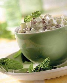 Insalata di cetrioli e uvetta