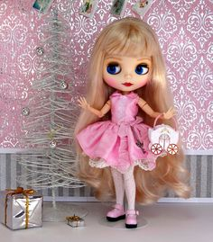 A beautiful photo sent to me by the lovely and talented Debbie Emerson.  Her adorable doll is wearing one of my silk dresses  Photography by Debbie Emerson