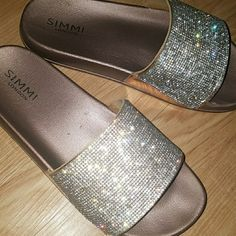 Shop Women's Silver Pink size 9 Sandals at a discounted price at Poshmark. I hate to part with these but my feet are a little to wide. Glitter Slides, Cute Rose, Flip Flop Shoes, Fashion Shoes, Sandal, Hate, Super Cute, Rose Gold, Boots