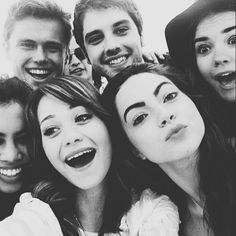 We love this cast selfie! | The Fosters