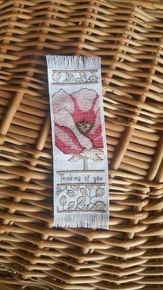 Handgemaakte. Papavers bloem. Afgewerkt Cross Stitch bladwijzer.