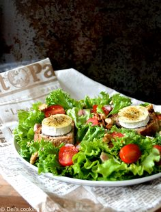Warm Goat Cheese Salad with a Spicy. Rediscover a French classic: a wonderful warm goat cheese salad with honey served with a spicy dressing! Easy Appetizer Recipes, Healthy Salad Recipes, Warm Goat Cheese Salad, Easy French Recipes, Spicy Honey, Spicy Sauce, Milk Recipes, Honey Recipes, Cheese Recipes