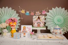 Lucy's vintage paper doll party complete with vintage features. Party goods and styling by inviteme. Retro Birthday Parties, Vintage Birthday, Birthday Party Decorations, Kid Parties, Themed Parties, Third Birthday Girl, 4th Birthday, Birthday Ideas, Birth Celebration