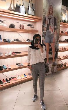 Modern Hijab Fashion, Street Hijab Fashion, Hijab Fashion Inspiration, Muslim Fashion, Ootd Fashion, Fasion, Fashion Outfits, Kids Fashion, Casual Hijab Outfit