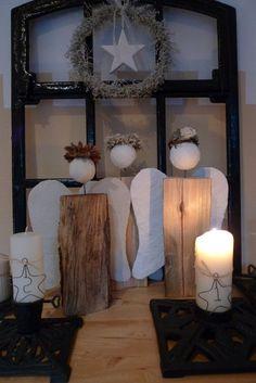 Engel aus Holzscheit mit Gipsfluegeln