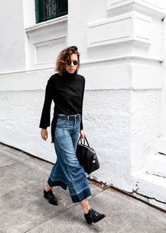 Look com turtleneck + calça pantacourt e oxford.