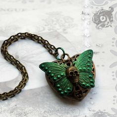 I added a skull as a finishing touch to this pendant...