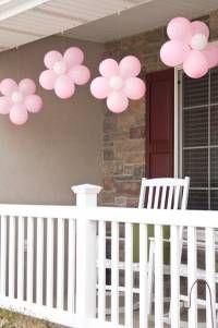 Ballons transformés en fleurs décoratives