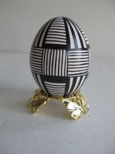 Easter Egg Black and White,  Ukrainian Easter egg, batik painted chicken egg shell