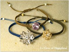 Link to tutorials for macrame and beaded jewelry patterns. Very high quality jewelry.