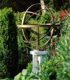 Delicieux Brass Armillary Sundial In An English Garden Sphere