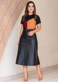 """Looks With Midi Skirt """" 15 Wonderful Ideas To Kill! - Trendy Queen : Leading Magazine for Today's women, Explore daily Fashion, Beauty & Lifestyle Tips Summer Outfits For Moms, Mom Outfits, Skirt Outfits, Fashion Outfits, Outfit Formal Juvenil, Black Color Images, Skirt And Top Dress, Fall Transition Outfits, Modesty Fashion"""
