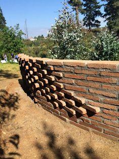 Galería - Estudiantes construyen muros de ladrillo en disposición algorítmica - 201