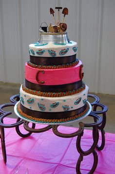 A cowboy wedding I attended today. A lovely cake with an interesting horseshoe (real ones) cake stand. Horseshoe Projects, Horseshoe Crafts, Horseshoe Art, Horseshoe Ideas, Lucky Horseshoe, Western Cakes, Western Decor, Cupcakes, Cupcake Cakes