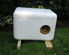 Cat houses  -very simple but warm for feral cats -must remember this!