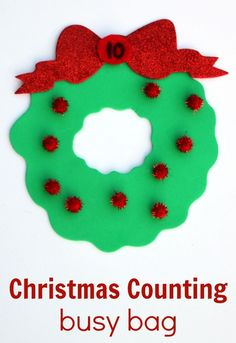 Since Christmas is coming I thought it'd be fun to make a holly wreath preschool counting busy bag! This activity is perfect for preschoolers who are working on counting, number identification and one-to-one correspondence.