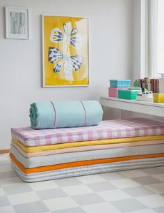 Kids room - Stack small mattresses, princess and the pea style - Via Decor8