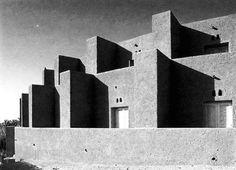 FERNAND POUILLON - HOTEL EL GOURARA, TIMIMOUN 1969 - VIA © 'FERNAND POUILLON : ARCHITETTO DELLE 200 COLONNE', 1987 B. FÉLIX DUBOR, JACQUES LUCAN -