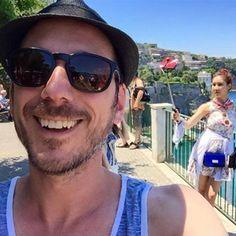Dominic Arpin en voyage en Italie, il joue des tours aux preneurs de selfies | HollywoodPQ.com