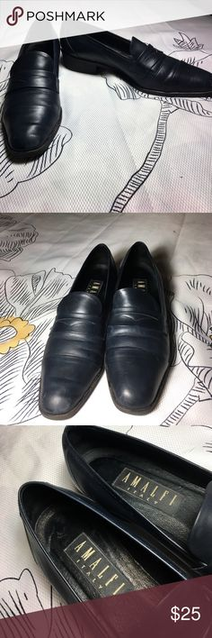 Amalfi Italian Leather Casual Low Heel x Shoes Beautiful dark navy Italian leather with black soles - as you can see soles are in excellent shape so these have. BArely been worn. Great casual low heel loafer style shoe. Size 8.5US amalfi Shoes