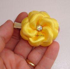 Flor boleada pequena amarela, pode ser feito em outras cores, Bico de pato