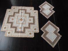 Konvolut aus 3 Hardanger Deckchen 57x57 u. 2x 35x25 Handarbeit beige CB841