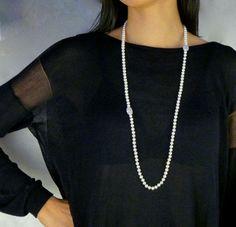 Diese klassische Perlen-Schönheit mit mittelgroßen 6,5 mm 3A Süßwasserperlen, in einer Länge von 90 cm, schmeichelt mit einem cremeweiß-Ton.