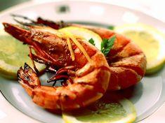 Découvrez la recette Gambas au citron grillées au four sur cuisineactuelle.fr.