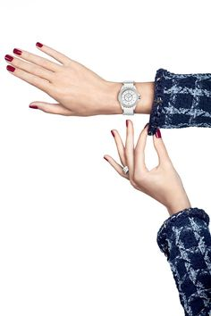La montre J12 – G.10 blanche de Chanel Horlogerie http://www.vogue.fr/joaillerie/le-bijou-du-jour/diaporama/la-montre-j12-g-10-de-chanel-horlogerie/21510#!la-montre-j12-g-10-blanche-de-chanel-horlogerie