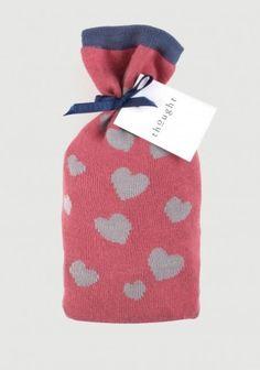 Je liefste geef je een lief sinterklaas cadeau een leuk zakje met twee paar damessokken met hartjes