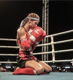 Muay Thai pre-fight prayer dance